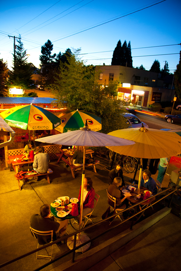A nice summer's evening at Pok Pok, Andy Ricker's famous Thai restaurant in Southeast Portland, OR