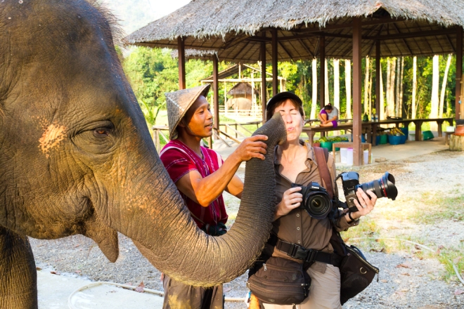 The mahout helps the elephant give me a kiss!
